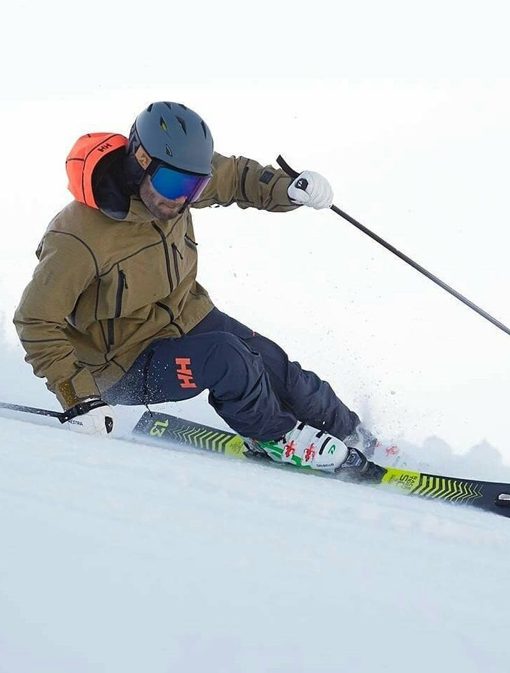 Useful tips to save money on a family ski trip